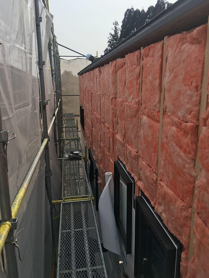 美濃加茂で注文住宅の匠建の建設現場の足場