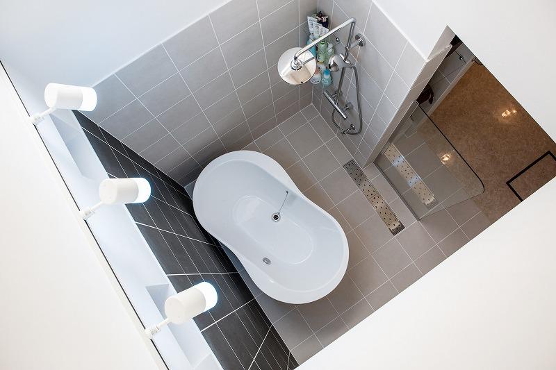 美濃加茂の匠建のお風呂は天井がない